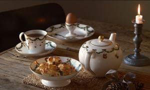 Božični zajtrk na prekrasnem porcelanu Royal Copenhagen