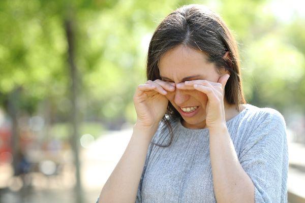 oči poleti pogosto doletijo alergije